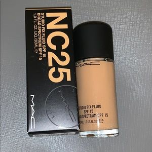 NC25 studio fix fluid foundation
